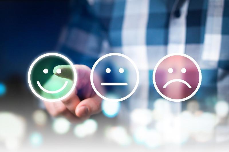 come rispondere ai commenti negativi sui social